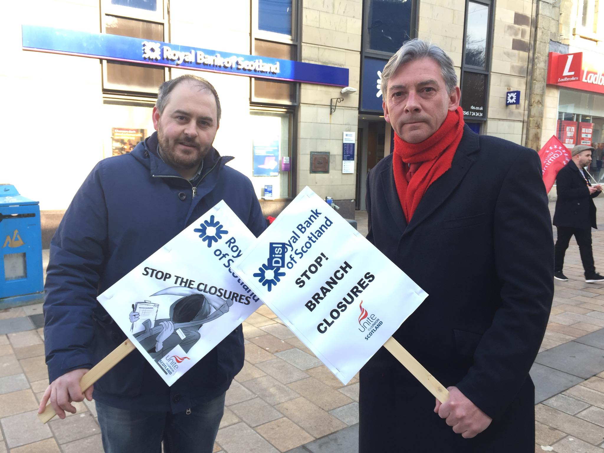 Scottish Labour leader joins Kilwinning RBS protest